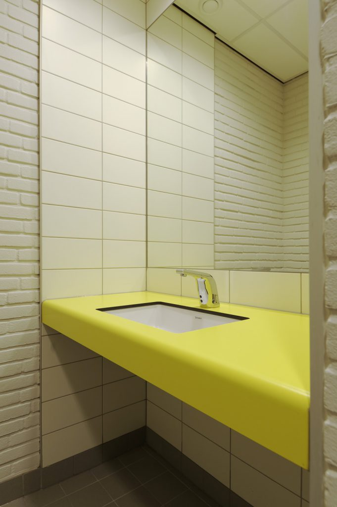 Hermeta HerboTop Solid Round wastafel bladen sanitaire wanden toilet kleedruimte zwembad Koning Willem Alexander Sportcentrum Hoofddorp