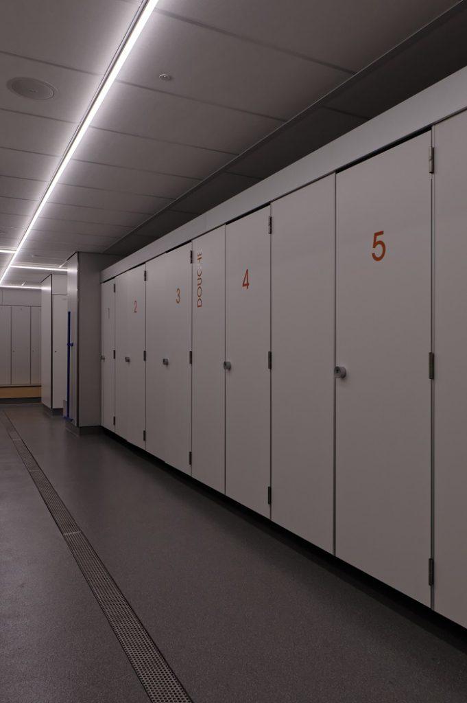 Hermeta Interieurbouw HerboKern Solid PLUS vrijhangend sanitaire cabines Kleedruimte Zeehavenbedrijf Dordrecht
