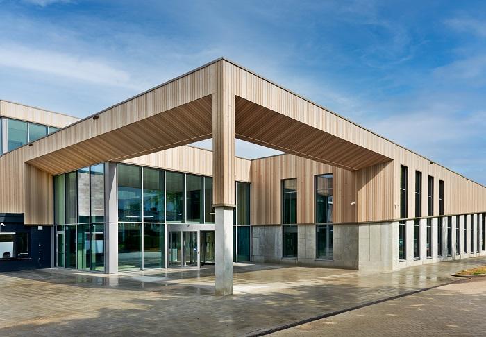 Hermeta Gevelbouw Sportcentrum Valkenhuizen Arnhem transparante gevel uitdagend schuine belijning