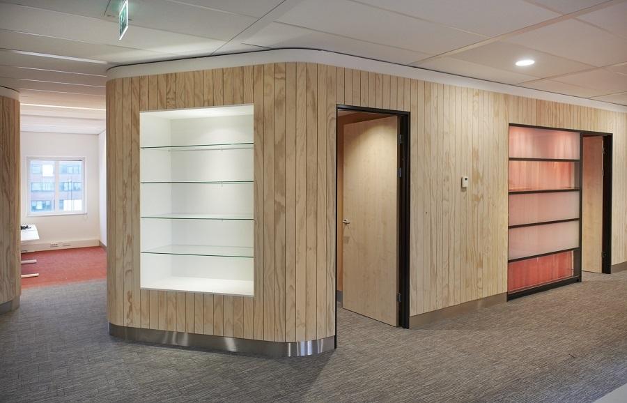 Hermeta-Interieurbouw-Anton-de-komplein-maatwerk-meubelen-gemeente-Amsterdam-circulair-wandbetimmering